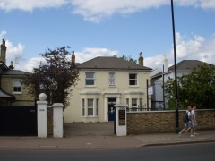 Freehold, Unrestricted D1 Use Plus 2 x Flats – Prime SW Location Near Putney